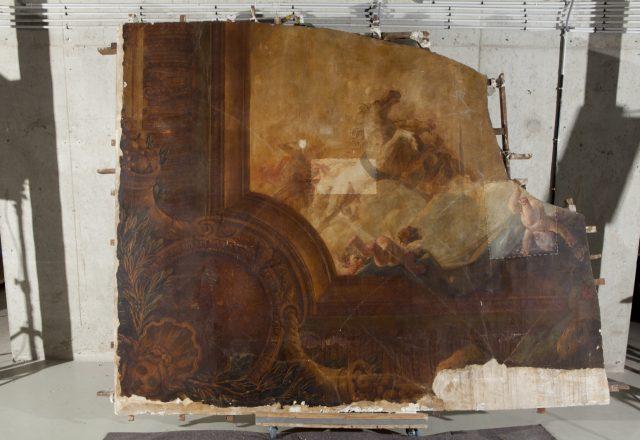 Tests de nettoyage sur un fragment du plafond peint de Durameau / © Matthieu Lombard