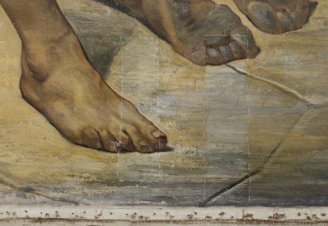 Détail pieds, tests d'amincissement du vernis / © Arcanes