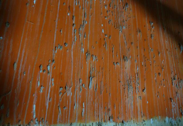 Infiltrations d'eau avec formation de sels dans le Salon Mauresque / ©Arcanes